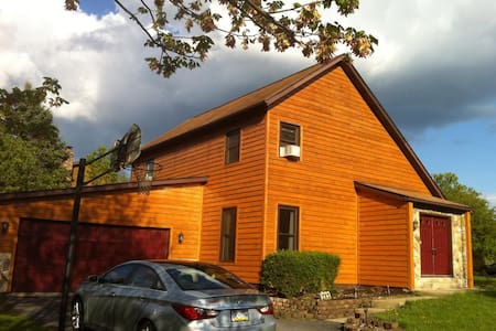 Cozy saltbox in quiet Boalsburg, State College, PA - Boalsburg - Casa