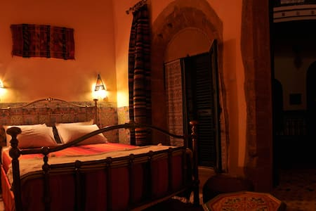 Double room in B & B (Canari)