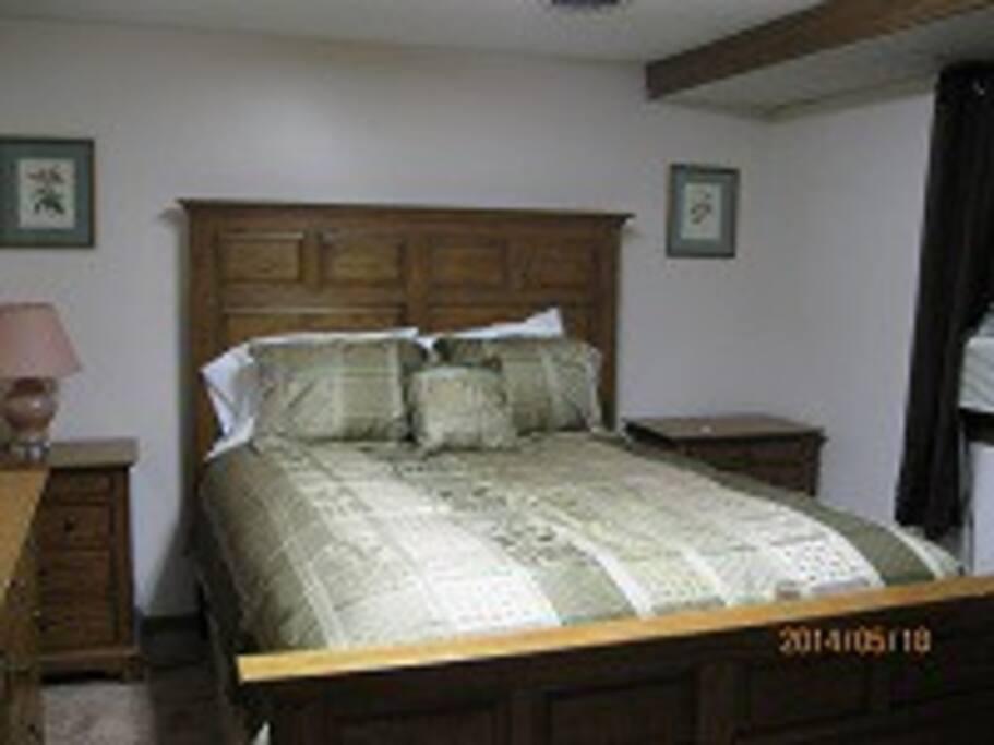 Downstairs bedroom/queen bed