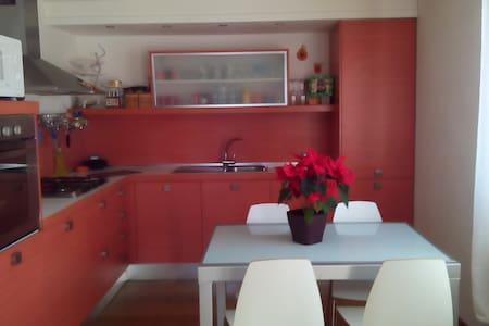 Appartamento tranquillo splendida vista - Comano - อพาร์ทเมนท์