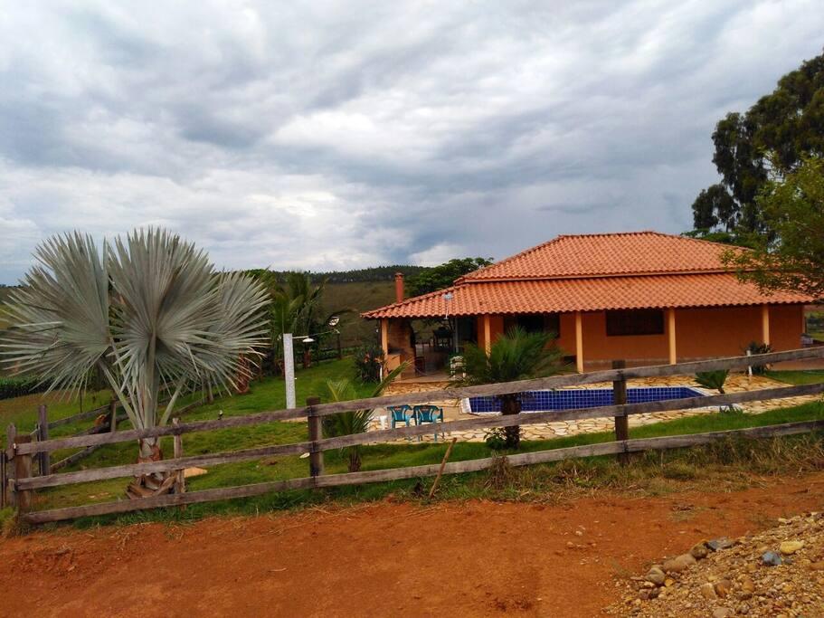 Casa de apoio,  com três quartos e piscina