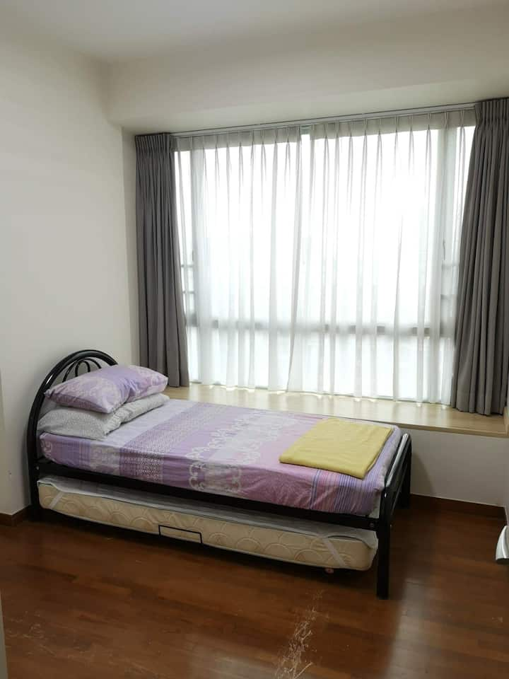 Cosy common rooms for rent. Co living environment