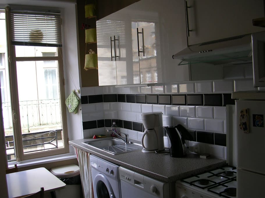 cuisine équipée, lave linge, lave vaisselle, congélateur, micro ondes