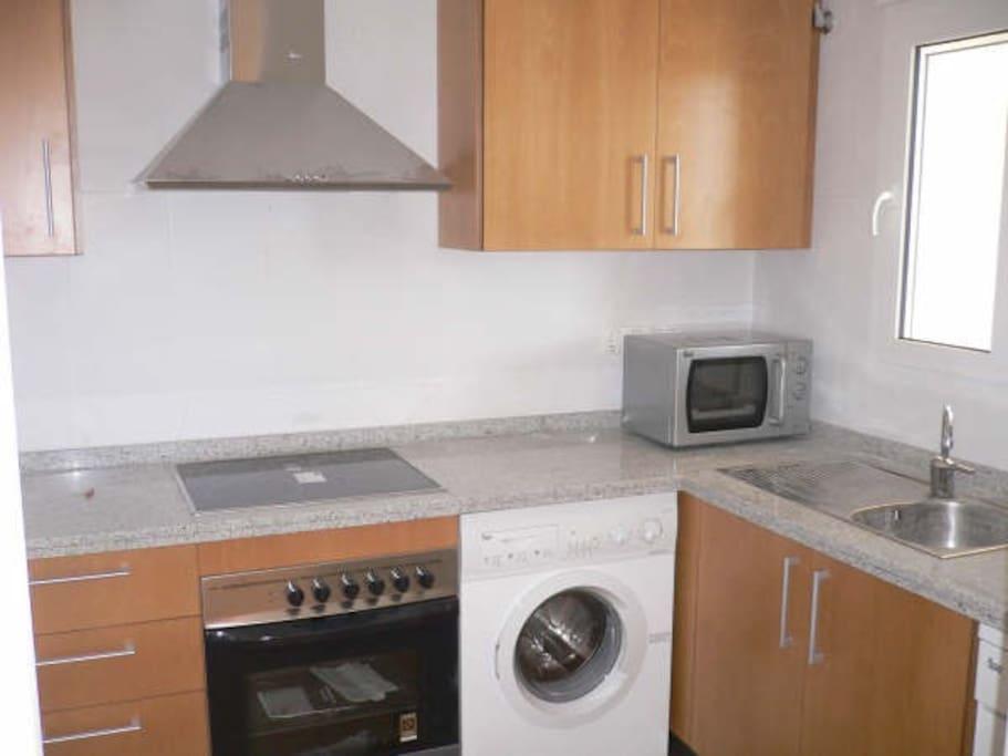Lavavajillas, lavadora, microhondas, totalmente equipada