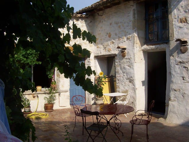 House with terrasses between Cévennes and Luberon