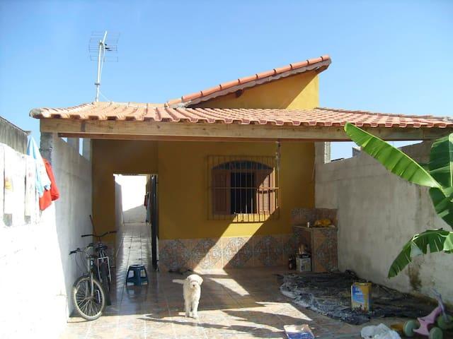 BOA CASA EM MONGAGUA - Mongaguá - Huis