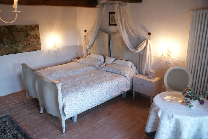 """La-Pace"" - Rosenzimmer Toskana - Belforte all'Isauro - Bed & Breakfast"
