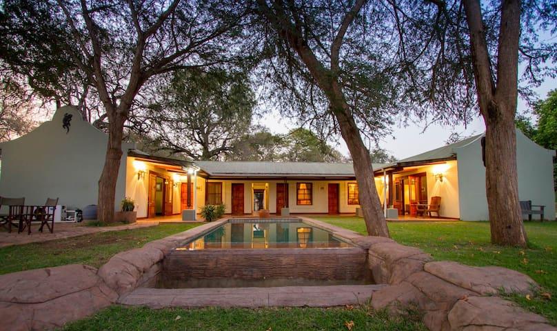 Thorn Tree House, Livingstone, Zambia