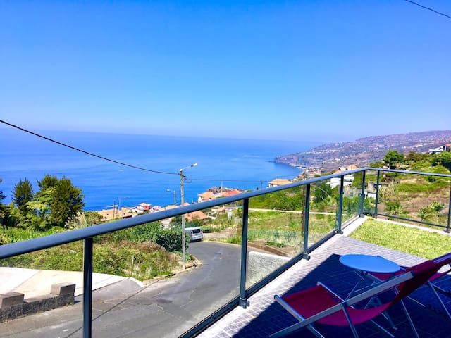 Central location and FANTASTIC sea views