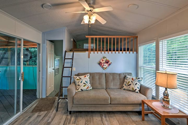 With space for 6 and 400 square feet, this is the one you've been looking for!