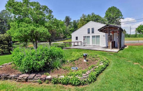 Cottage minutes from wineries, downtown & UVA