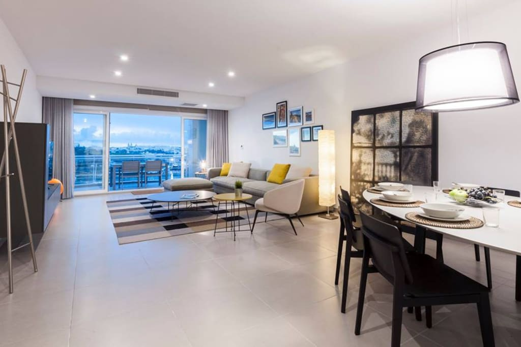Dining room and living room overlooking a terrace with beautiful views of Valletta, Sliema and Manoel Island.