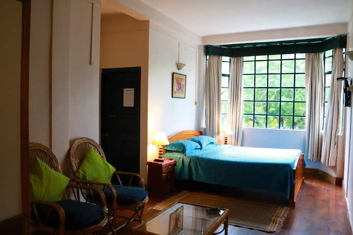 Shillong, Jacaranda view room - heart of town 208