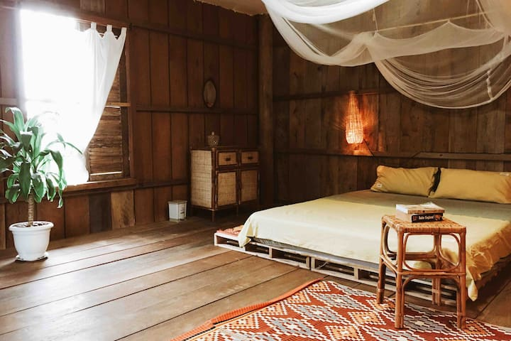 RedForest Retreat House - Spacious  Khmer Room