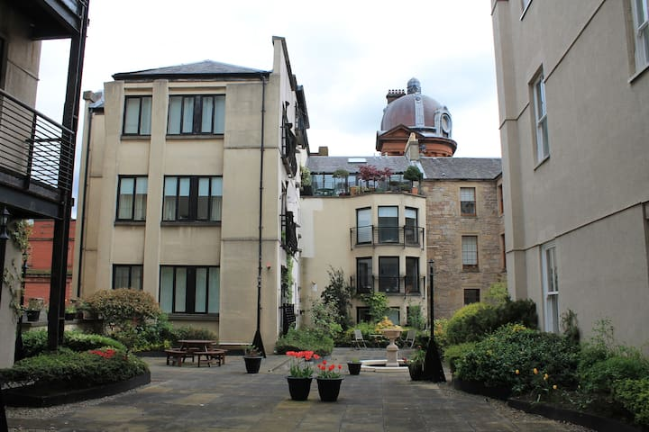 Beautiful luxury flat in the centre of Glasgow.