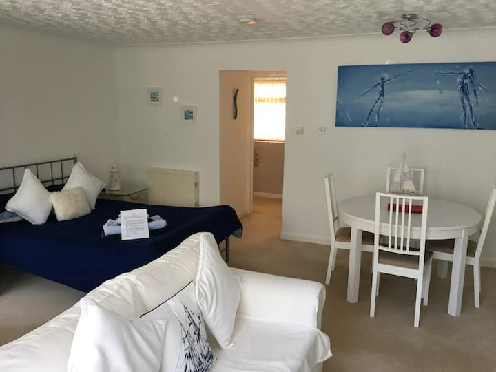 Annexe apartment within easy reach of Poole