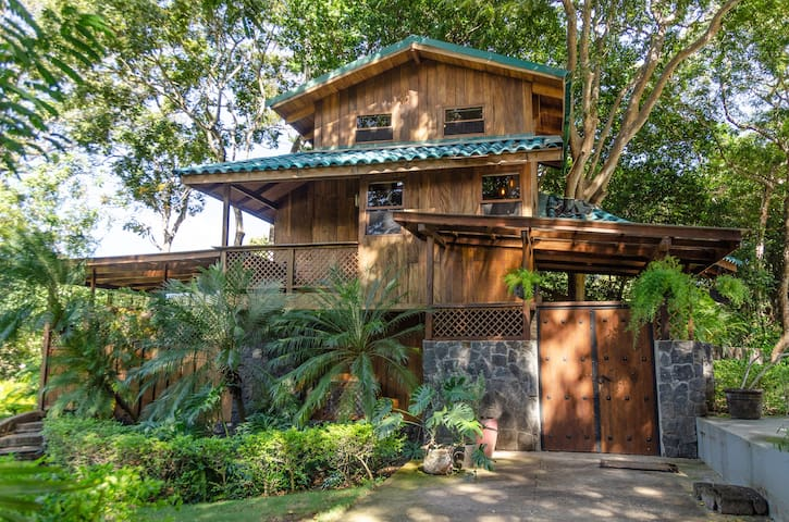 CozyTreehouse close to tamarindo on gated property