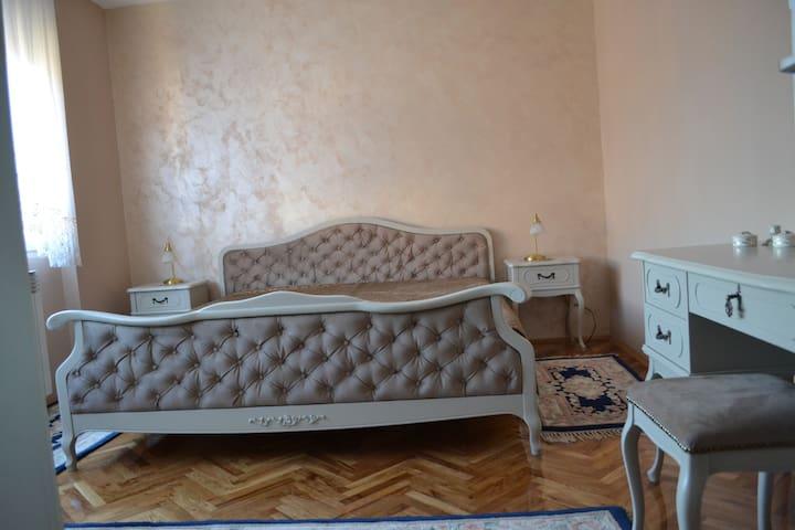 Bedroom, elegant and full of light