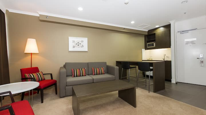 Heart of the CBD - 1 Bedroom Apartment -Townsville