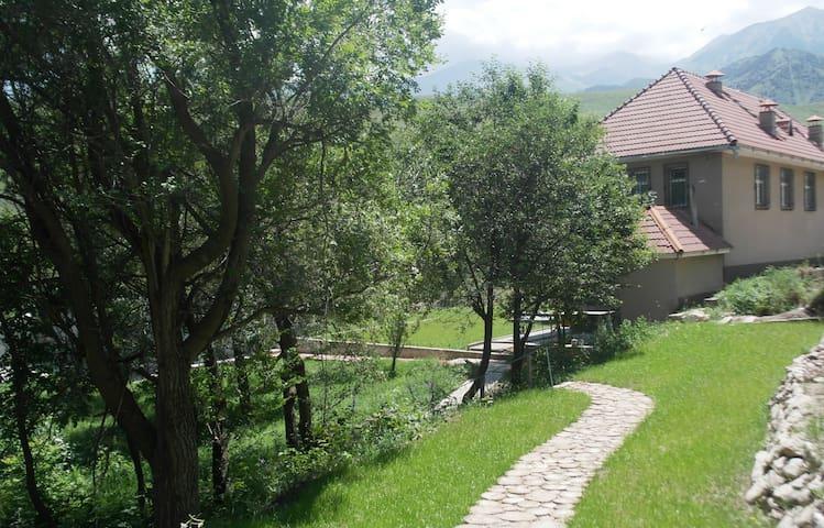 Вилла на берегу горной реки у подножья гор - Bişkek - Konukevi