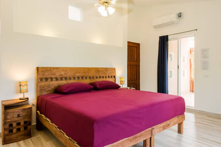 ★Bright Suite,spacious,pool view & tropical garden, walk to the beach!★