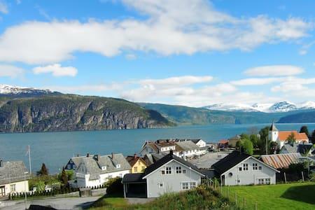 Idyllic villa by the fjord, Stryn/Utvik - House