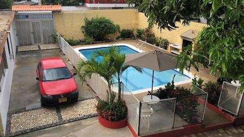 Rumah desa pribadi dengan kolam renang, Bbq, dan Wi - Fi
