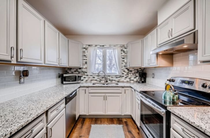 Cozy Sloans Lake Townhome, minutes to everything!