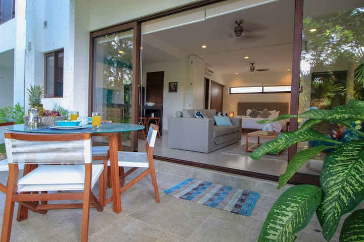 Open Layout Loft, Golf Course View, Resort Amenities - by Olahola