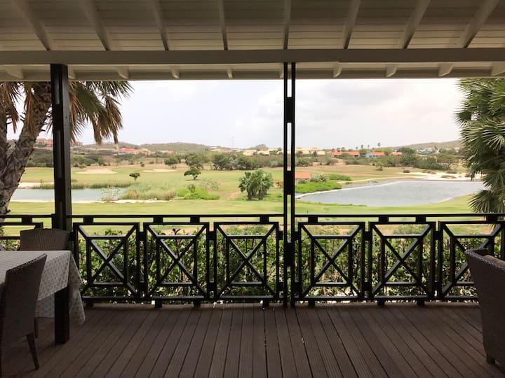 Villa aan strand in Curacao, BlueBay Village