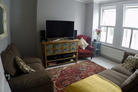2 bed home in the heart of Tooting - London - Haus