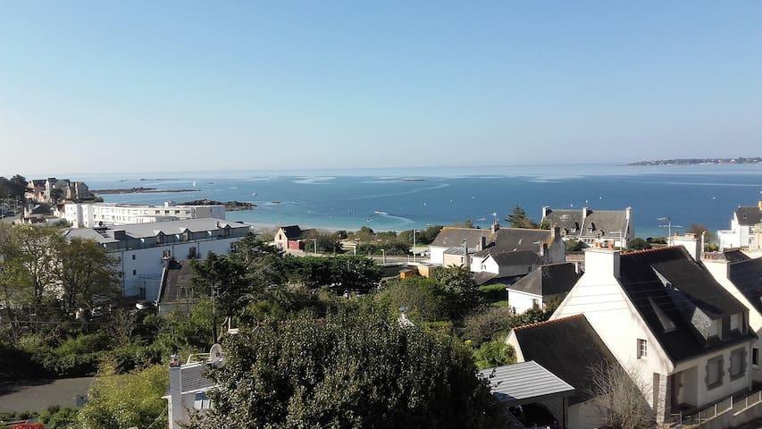 Superbe vue sur la Baie, 150 mètres plage (5 pers)
