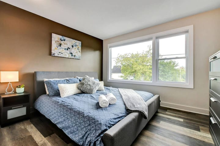 Newly Renovated - Modern 1BR with King Bed - Near Downtown!