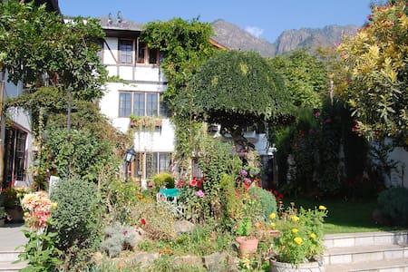 Mountview Villa - A Boutique Hotel - Srinagar - Villa