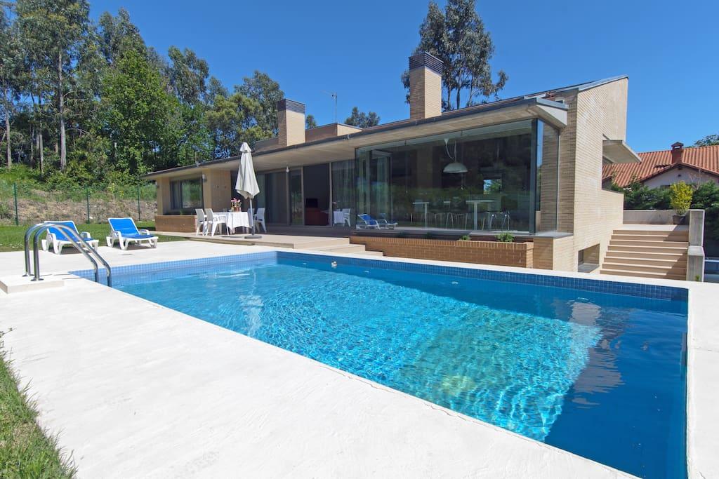 Casa con piscina en somo playa casas en alquiler en somo cantabria espa a - Apartamentos en cantabria playa ...
