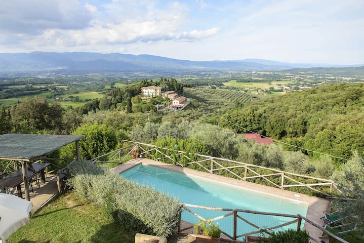 Costa. the ideal Tuscan hideaway
