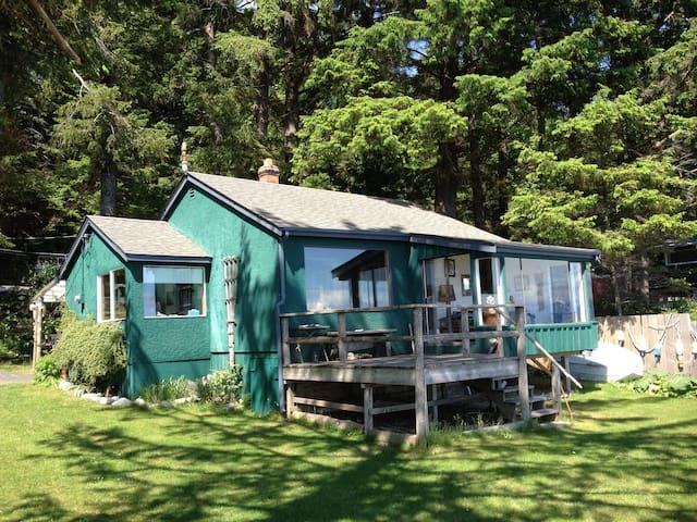 Ocean Front Driftwood Cottage  - Quathiaski Cove - House
