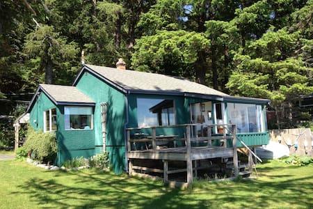Ocean Front Driftwood Cottage  - Quathiaski Cove - Casa