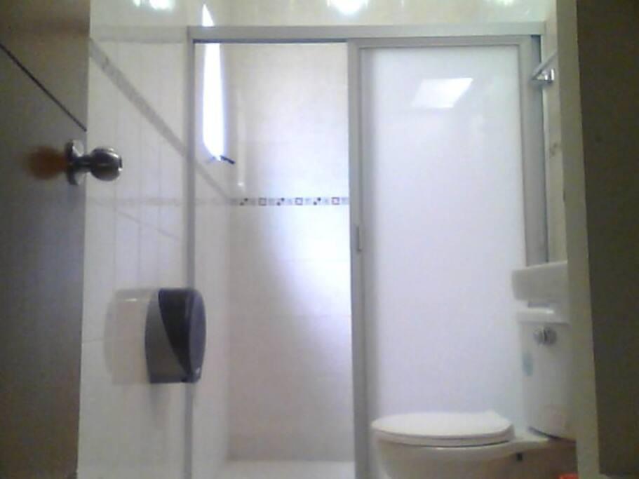 Todas la habitaciones tienen baño propio.
