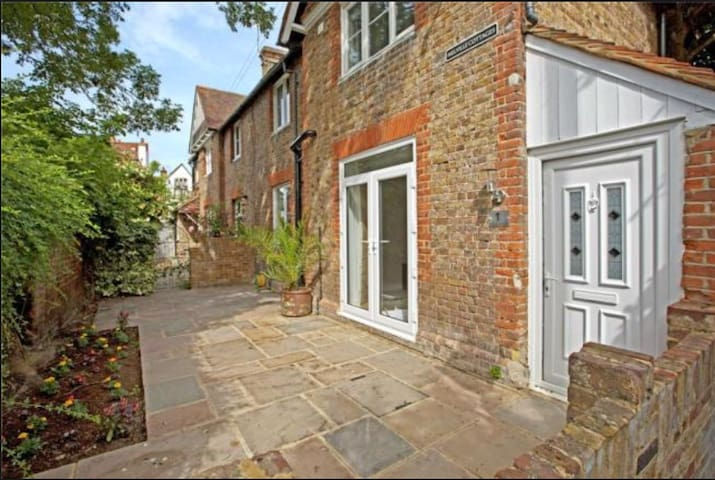 Lovely cottage in the heart of Eton - Eton - Hus
