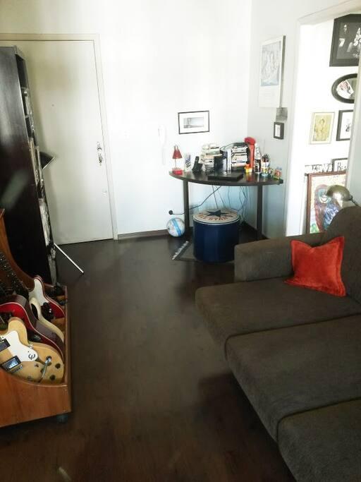Sala de estar com sofá expansível
