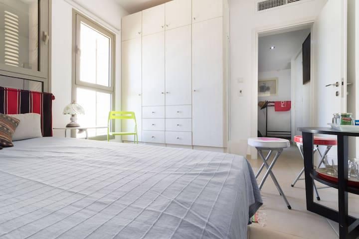 Your own affordable ,modern Island of tranquility in central Jerusalem - Great Value!