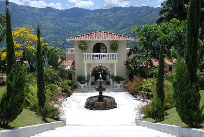 Beautiful country home with pool - Medellin - Vila