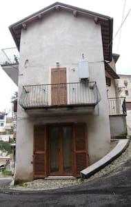 Lovely house in the heart of Italy - Poggio Moiano - Hus