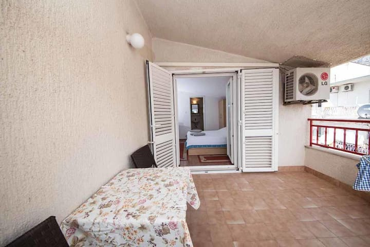 Apartmánové studio s terasou Makarská - Makarska (AS-18030-a)