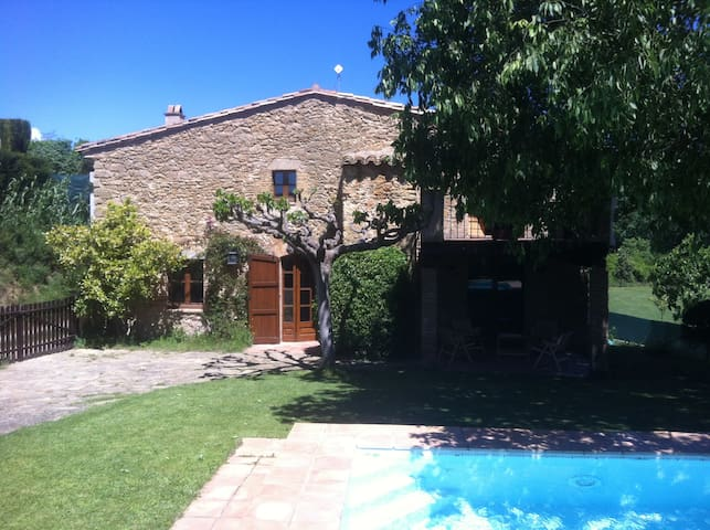 Cute country house in Costa Brava - Llampaies - Dom