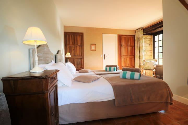 The  garden bedroom / La Chambre en rez de jardin