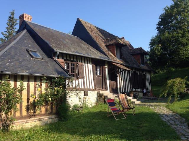 Charmante maison normande du 17ème  - Saint-Martin-de-Mailloc - House