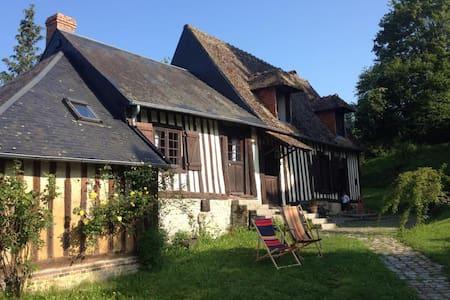 Charmante maison normande du 17ème  - Saint-Martin-de-Mailloc - บ้าน