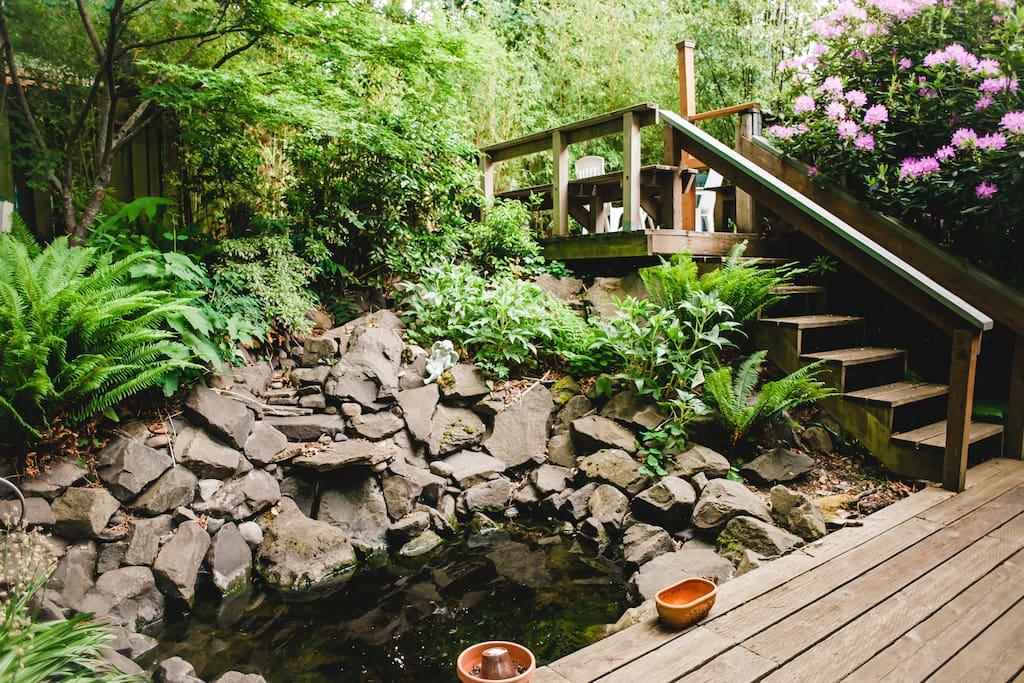Studio loft garden cottage lofts for rent in seattle for Backyard cottage seattle
